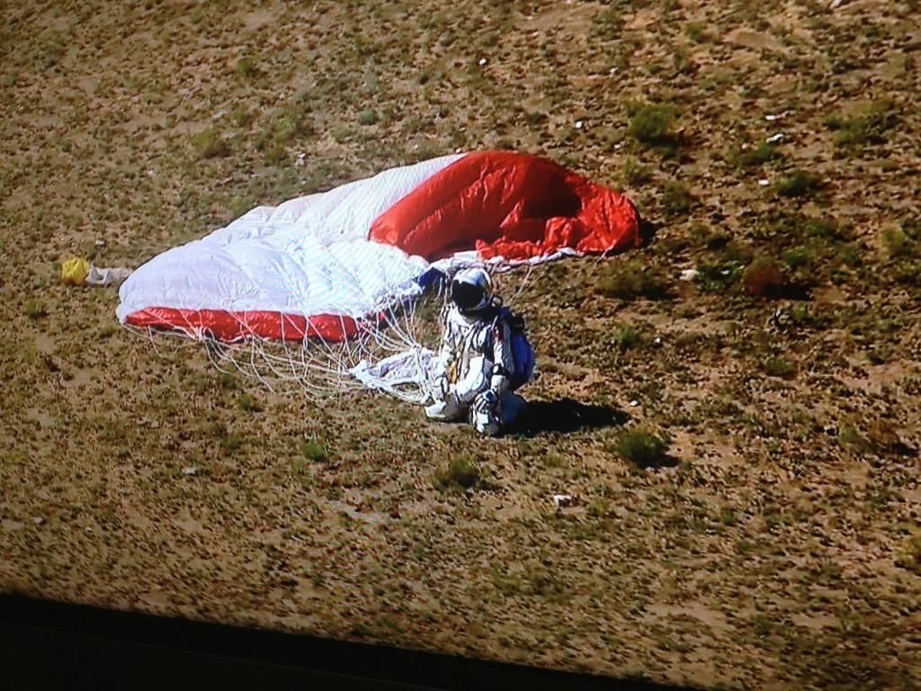 Felix Baumgartner Red Bull Stratos mission complete